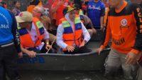 Gubernur Jatim Khofifah Indar Parawansa menyusuri Banjir