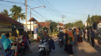 Kader IPNU-IPPNU Ambunten Bagikan Takjil