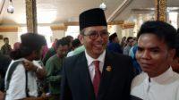 Ketua DPRD Sumeneo KH Abdul Hamid Ali Munir saat memberikan keterangan pers usai dilantik di Pendopo Keraton Sumenep (santrinews.com/mahrus)